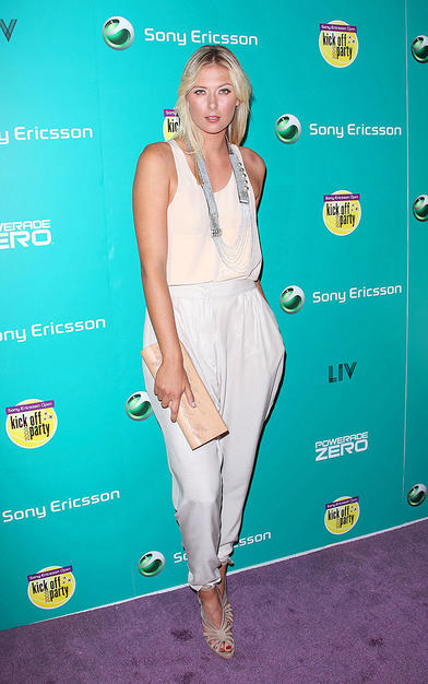 Maria Sharapova arrived at LIV Nightclub in the Hotel Fontainebleau in Miami for the 2009 Sony Ericsson Open kick-off party. The former world no. 1 looked quite matronly in her high-waisted pedal pushers and boring blouse.