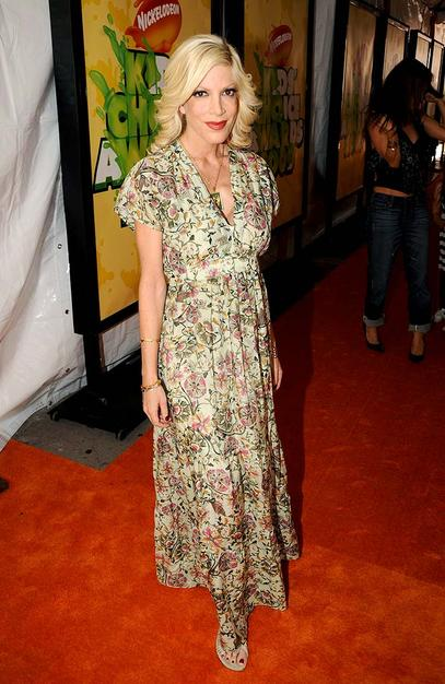 """Although Tori Spelling recently got her bikini bod back after giving birth to her second child in June, the """"90210"""" star covered it up in a frumpy floor-length floral frock."""