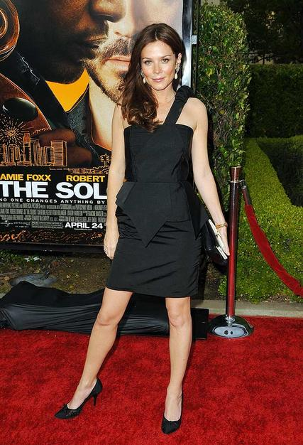 """Pushing Daisies"" darling Anna Friel stood out at the premiere of ""The Soloist"" in a smashing Ana Sekularc asymmetrical LBD, Roger Vivier heels, and the perfect pair of pearl earrings."