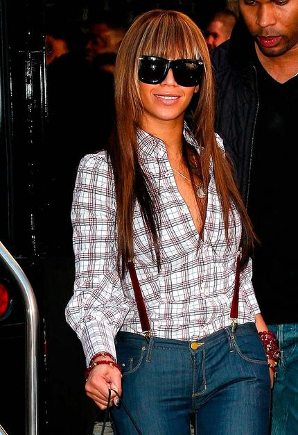I happen to think Beyonce's new bangs are bangin', but I want to know what you think. Hot or not?