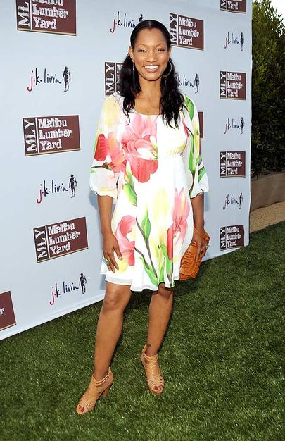 Garcelle Beauvais-Nilon arrived at the open-air mall in a cute floral frock.