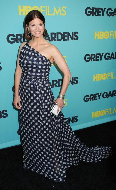 """""""Big Love"""" beauty Jeanne Tripplehorn arrived at the Ziegfeld Theatre in NYC for the premiere of """"Grey Gardens"""" in a perfect one-shouldered polka dotted Carolina Herrera gown."""