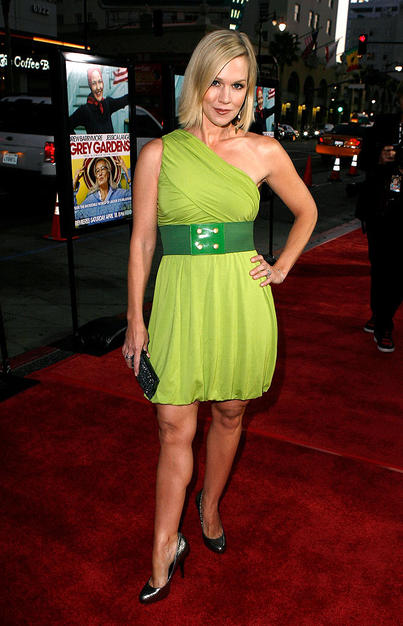 Jennie Garth looked lovely in this chartreuse creation.