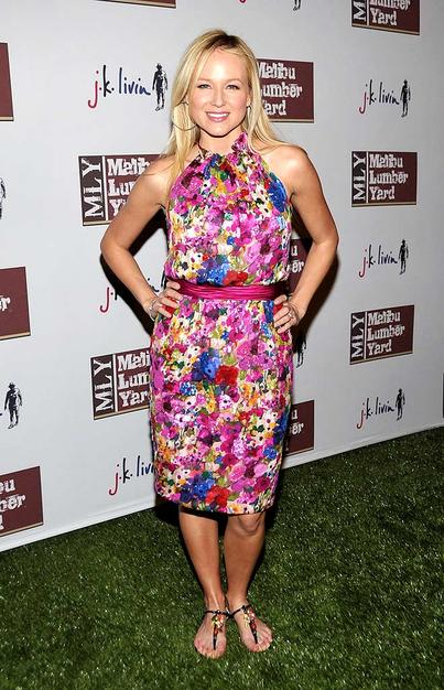 """Looks like Jewel was finally able to ditch her crutches! The singer had to withdraw from """"Dancing With the Stars"""" before the season even started after fracturing both tibiae during rehearsals."""