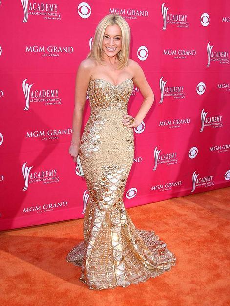 Kellie Pickler made a splash in her gold Zuhair Murad fishtail gown.