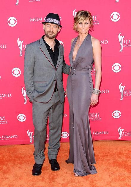 Sugarland's Kristian Bush and Jennifer Nettles color-coordinated for the event in matching gray ensembles. Were they drab, or fab?