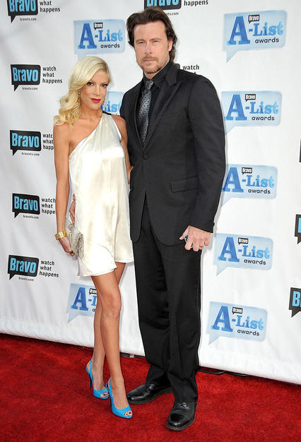 Tori Spelling's bright blue heels added a splash of color to her cream one-shoulder frock, while hubby Dean McDermott rocked black from head-to-toe.