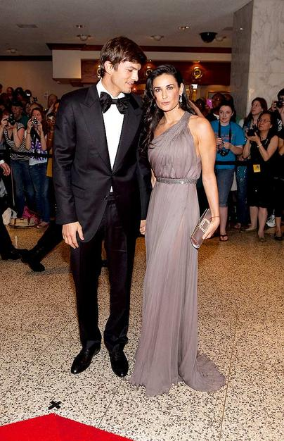 Ashton Kutcher and Demi Moore stepped out in style for the 2009 White House Correspondent's Association Dinner in Washington DC on Saturday night. The lighthearted annual event -- where attendees toast and roast the President -- brought out Hollywood's biggest stars.