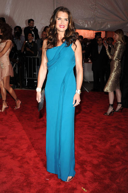 Brooke Shields was sexy and sophisticated in her turquoise column gown from the Calvin Klein Collection.