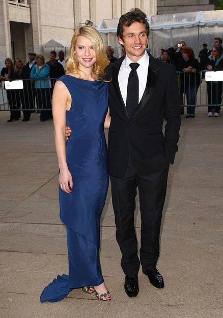 Claire Danes and her fiance Hugh Dancy arrived at New York's famous Metropolitan Opera House for the American Ballet Theatre Spring Gala. Claire looked beautiful in a Stella McCartney sheath gown.