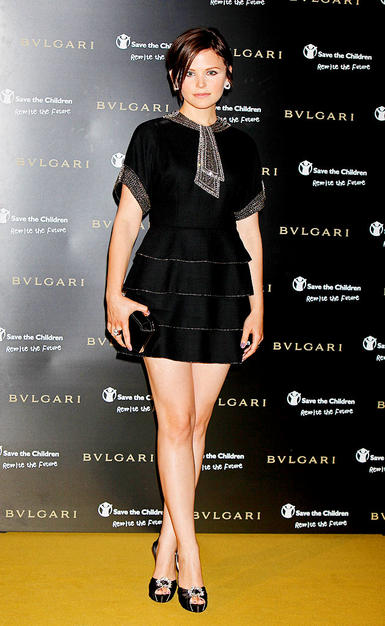"Chloe's ""Big Love"" costar, Ginnifer Goodwin, rocked the red carpet in her tiered Azzaro mini and cropped coif."