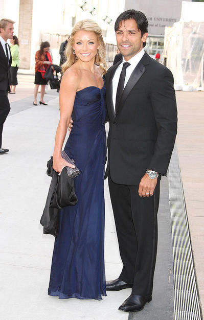 Kelly Ripa showed off her fab figure in a strapless Albert Ferretti frock. Handsome hubby Mark Consuelos was the perfect accessory.