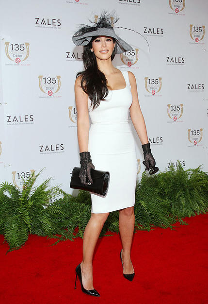 Kim Kardashian hit the red carpet at the 135th Kentucky Derby at Churchill Downs in a gorgeous gray hat, sexy white sheath dress, black gloves and matching pumps.