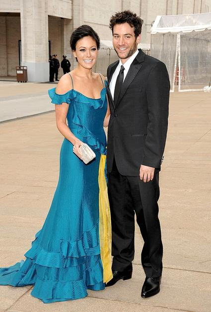"Lindsay Price arrived with her beau, ""How I Met Your Mother's"" Josh Radnor. Lindsay shimmered in Carolina Herrera."