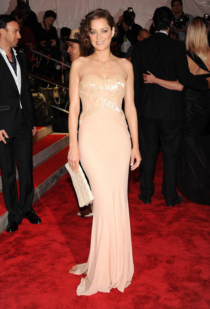 One of the night's best dressed beauties was undoubtedly Marion Cotillard, who knocked 'em dead in a pale pink Dior ball gown, soft curls, and minimal makeup.
