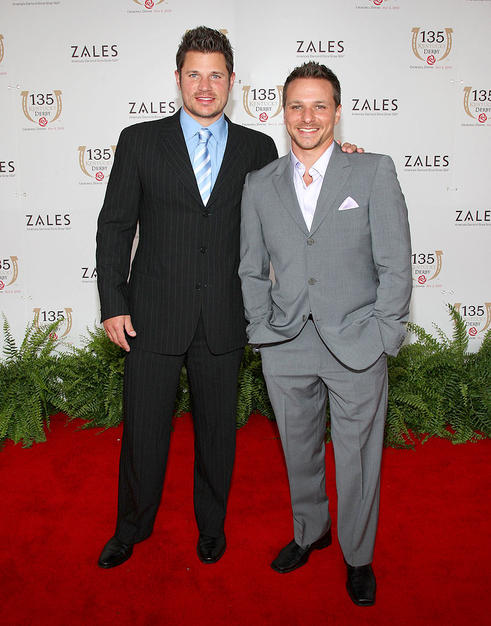 Brothers Nick and Drew Lachey wore classic suits along with their signature smiles.