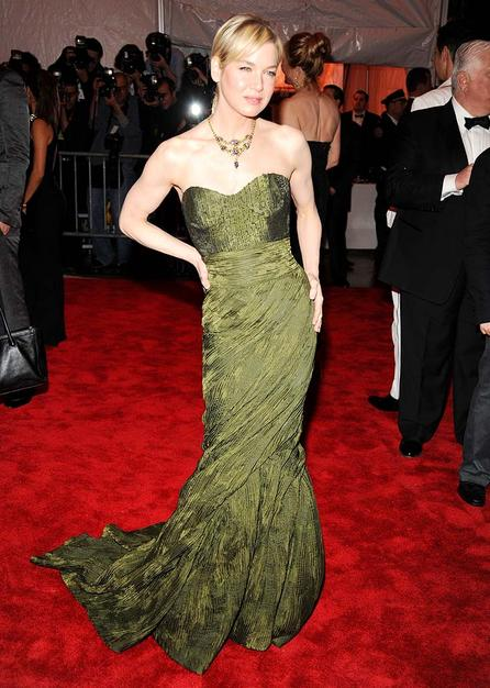 Carolina Herrera's muse Renee Zellweger looked positively radiant in a one of the designer's strapless green gowns.