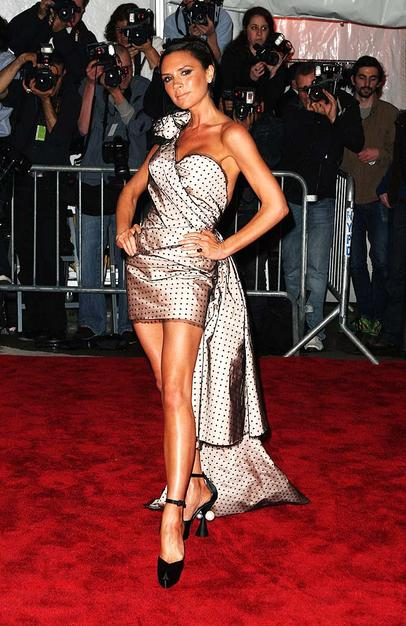Victoria Beckham put her best fashion foot forward in a Marc Jacobs one-shoulder polka dot frock