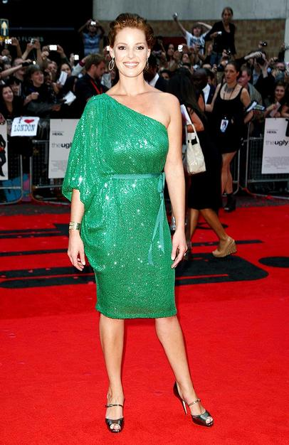 "Katherine Heigl was heating things up at the ""Ugly Truth's"" London premiere in a glittering green Naeem Khan one-shoulder belted sheath and metallic accessories."