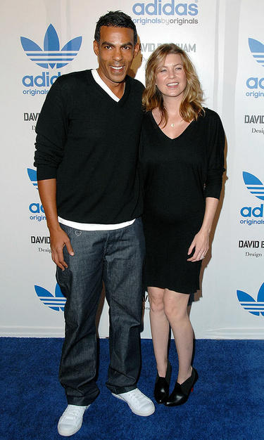 """Grey's Anatomy"" star Ellen Pompeo and her hubby Chris Ivery pose for a picture upon arriving at the star-studded event."